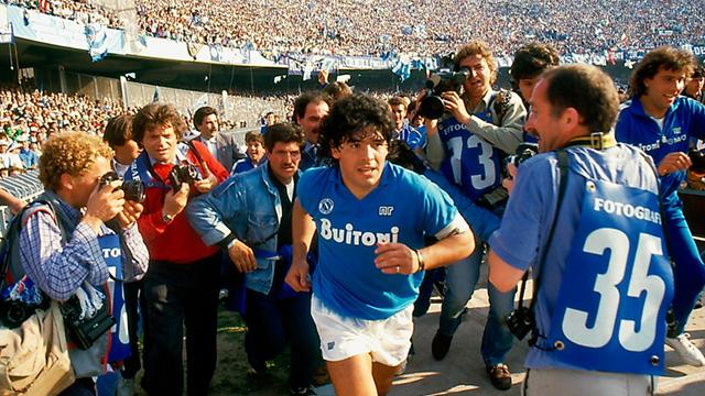 Cuộc đời Maradona qua ảnh: Đầy vinh quang nhưng cũng lắm tranh cãi