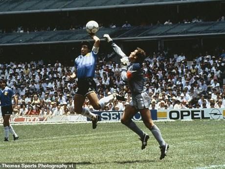Những hình ảnh đáng nhớ về huyền thoại bóng đá Diego Maradona