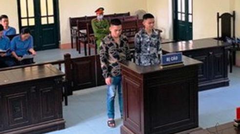 Hai thanh niên bắt nhốt, xích chân hai nữ tiếp viên karaoke vì tự ý đi chơi với khách