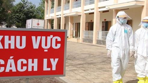 Nam tiếp viên Vietnam Airlines ho, sốt nhẹ, có dấu hiệu mỏi mệt, riêng 3 ca nhiễm khác đều không triệu chứng
