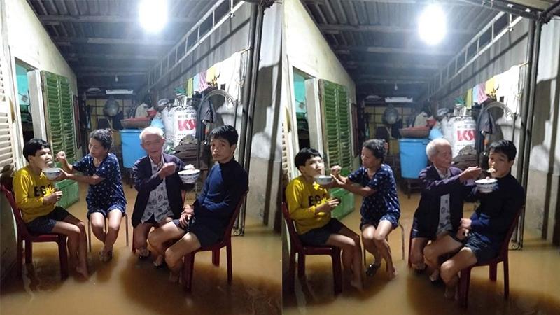 Ngập lụt ở Huế: Cha mẹ già vừa chống lũ vừa chăm sóc hai người con khuyết tật
