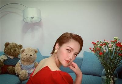 Diễn viên Thu Quỳnh đăng ảnh với tạo hình kiểu tóc ngắn cá tính. 'Đẹp trai không hề sai', cô viết.