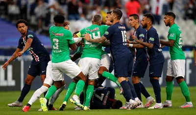 Cầu thủ 2 đội lao vào ẩu đả sau khi Mbappe nằm sân