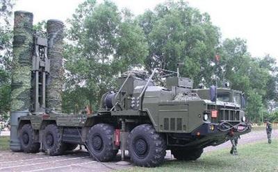 Tên lửa S-300 tham gia huấn luyện bắt mục tiêu. Ảnh: QĐND