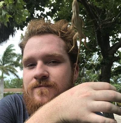Đây sẽ là một tấm selfie đẹp trai đừng hỏi nếu không có con thằn lằn phá đám.