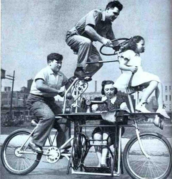 Được ra mắt công chúng năm 1939, chiếc xe gia đình có kèm máy may cho mẹ là sáng kiến 'gây cười nhất' Chicago hồi đó và cả... bây giờ.