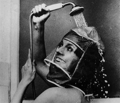 Muốn tắm nhưng không ướt tóc, có ngay chiếc bọc đầu như trên!