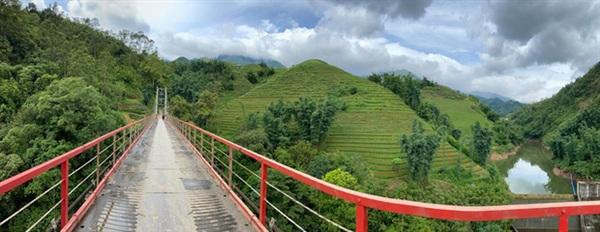 Một số hình ảnh về cầu Lao Chải San 2. Núi non hùng vĩ, suối dữ dội của vùng Tây Bắc khiến cho khung cảnh càng thêm tráng lệ. Nguồn: Nhà An Nhiên_homestay SaPa, Nguyễn Nhật Hồng.
