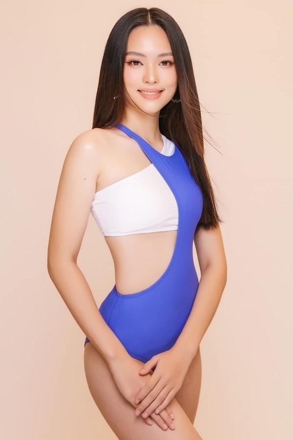 Lê Ngọc Trang, sinh năm 2001 đến từ Hà Tĩnhthu hút sự chú ý của người hâm mộ bởi thân hình gợi cảm, vóc dáng cân đối.Gương mặt của Ngọc Trang được nhiều người nhận xét có nét giống với Jennie của nhóm Blackpink.