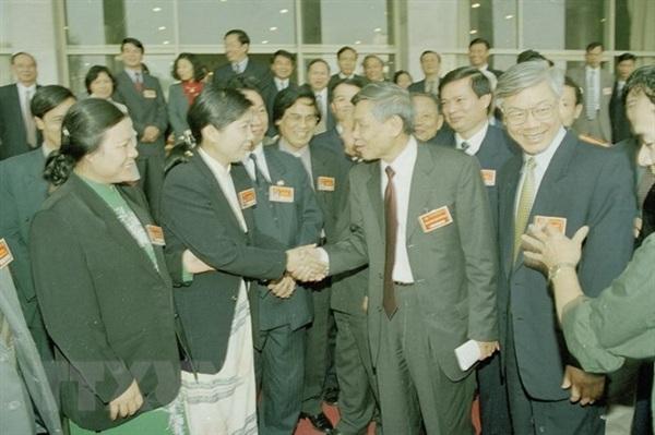 Tổng Bí thư Lê Khả Phiêu nói chuyện với các đại biểu dự Đại hội đại biểu Đảng bộ thành phố Hà Nội lần thứ XIII, nhiệm kỳ 2000-2005. (Ảnh: Cao Phong/TTXVN)