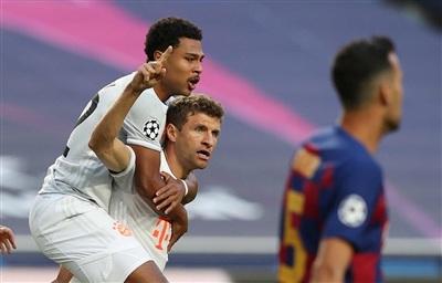 Bayern khiến Barcelona muối mặt rời Champions League.