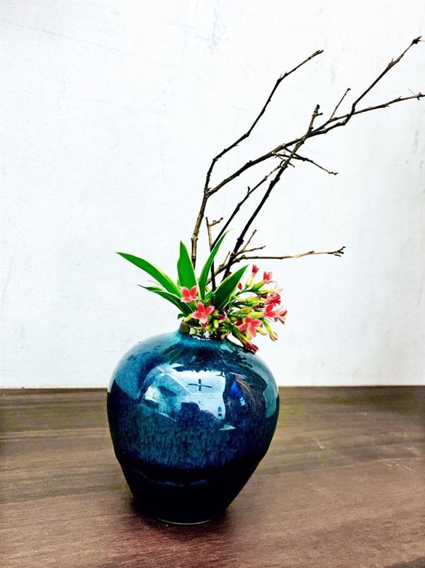 Những bình hoa độc đáo khác của Trung Cảnh.