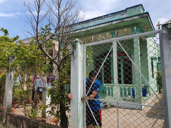 Căn nhà luôn được đóng kín cổng, không tiếp xúc với mọi người