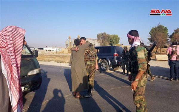Đoàn xe của Quân đội Arab Syria (SAA) tiến vào kiểm soát thị trấn Tal Tamr ở đông bắc Syria vào cuối năm 2019.