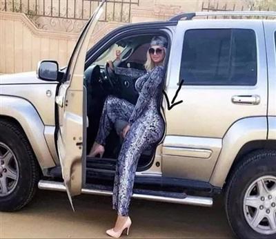 Chị này ngồi cong cả khung xe luôn, đáng nể thật!