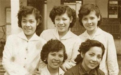 Hình ảnh của bà Bạch Thược và ảnh chụp cùng các chị em trong gia đình.
