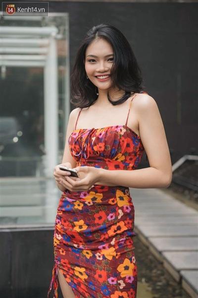Thanh Tâm - cháu gái Trang Nhung xuất hiện với vẻ ngoài xinh xắn tại vòng sơ khảo. Cô nàng trông không hề khác biệt so với ảnh đã qua chỉnh sửa kỹ càng, đặc biệt nụ cười rạng rỡ gây chú ý lớn