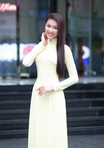 Ảnh sơ khảo của thí sinh Nguyễn Lê Ngọc Thảo khiến netizen trầm trồ vì vóc dáng thon gọn, gương mặt sắc sảo. Dù vậy, nụ cười tươi lại khiến cô nàng lộ khuyết điểm