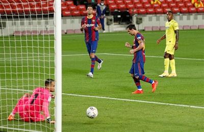 Lionel Messi sau khi sút thắng quả phạt đền, nâng tỉ số lên 3-0