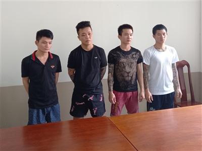 Thành, Tùng, Khánh và Thảo (từ phải qua trái) tại Công an huyện Long Điền. Ảnh: Hoàng Hưng.