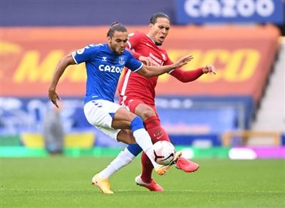 Mất Van Dijk, Liverpool để thua 2 bàn đều ở các pha không chiến