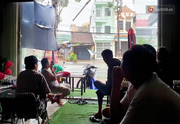 Toàn tỉnh Quảng Ngãi đã cúp điện trước khi bão số 9 đổ bộ (Ảnh: Văn Tiên)