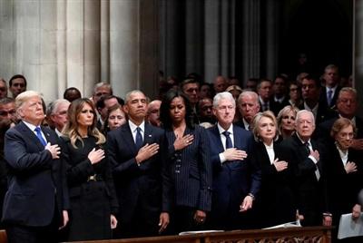 Tổng thống Donald Trump, Đệ nhất phu nhân Melania Trump, cựu Tổng thống Barack Obama, cựu Đệ nhất phu nhân Michelle Obama, cựu Tổng thống Bill Clinton, cựu Ngoại trưởng Hillary Clinton, cựu Tổng thống Jimmy Carter và cựu đệ nhất phu nhân Rosalynn Carter tham gia lễ tang cố Tổng thống George HW Bush, tại Nhà thờ Quốc gia Washington vào ngày 5/12/2018. Ảnh: Reuters