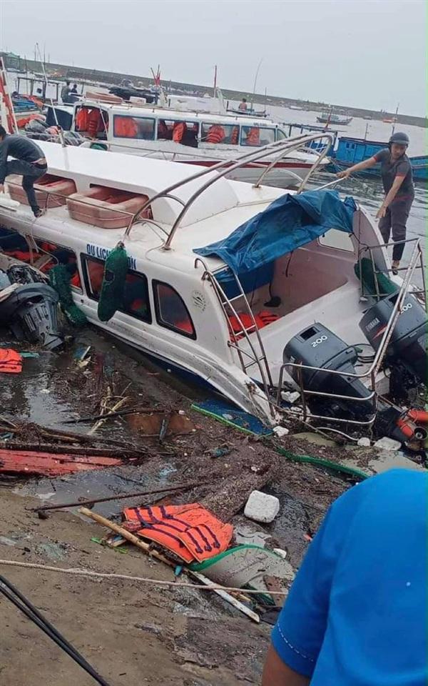 Nhiều tàu du lịch bị hư hỏng do mưa bão