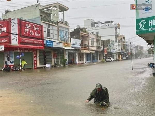 Khu vực phường Bồng Sơn, thị xã Hoài Nhơn ngập lụt nghiêm trọng (Ảnh: Tứ Quý)