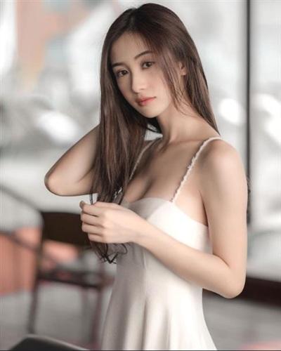 Jun Vũ có tên thật là Vũ Phương Anh, đã từng sống ở Thái Lan từ năm 15 tuổi và nổi tiếng khi là người mẫu cho nhiều thương hiệu thời trang lớn ở xứ chùa vàng và thế giới.