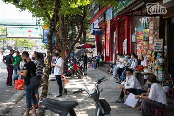 Khu vực trạm xe buýt ở Ô Quan Chương nơi ông Toàn và cháu T vẫn thường đứng.