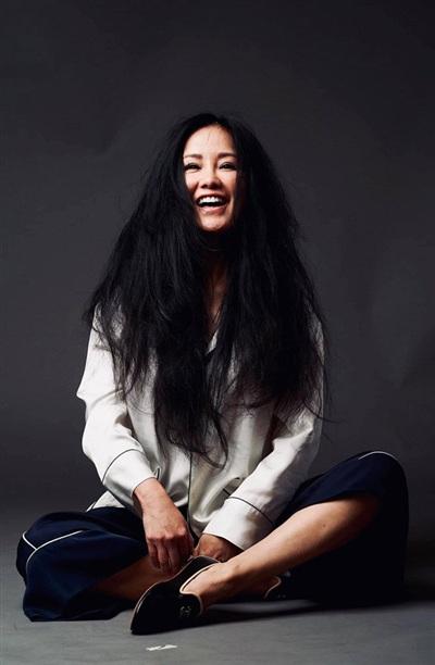 Thành công trong sự nghiệp với những ca khúc đi vào lòng người nên tên tuổi của Hồng Nhung được khán giả yêu mến. Những năm gần đây, Hồng Nhung khiến khán giả bất ngờ khi cô có nhiều sáng tạo trong âm nhạc với dòng nhạc điện tử. Song song với điều này, Hồng Nhung duy trì những ca khúc từng làm nên tên tuổi để giữ chân khán giả.