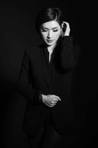 Hiện tại, Hồng Nhung chỉ quan tâm đến các con và công việc của mình. Cô ít chia sẻ với truyền thống về cuộc sống riêng tư hơn.