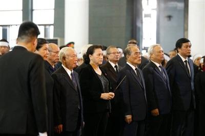 Chủ tịch Quốc hội Nguyễn Thị Kim Ngân, nguyên Chủ tịch Quốc hội Nguyễn Văn An; Nguyễn Sinh Hùng và nhiều lãnh đạo Quốc hội đến viếng.
