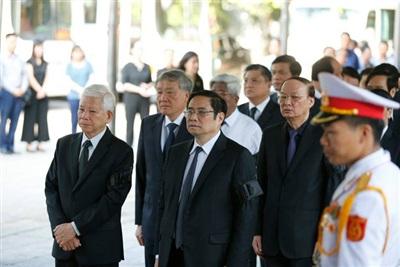 Đoàn Ban Bí thư Trung ương Đảng do Ủy viên Bộ Chính trị, Bí thư Trung ương Đảng, Trưởng ban Tổ chức Trung ương Phạm Minh Chính dẫn đầu vào viếng.