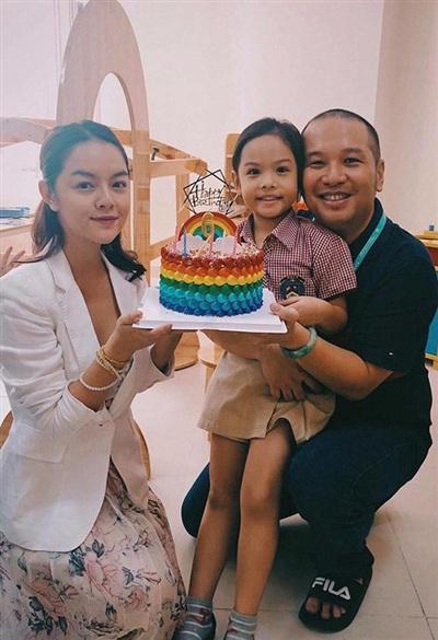 Dù chia tay nhưng Phạm Quỳnh Anh và ông bầu Quang Huy vẫn liên lạc với nhau vì các con. Trong các sự kiện của con gái, cả hai vẫn chung tay tổ chức.
