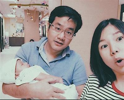 Sau 6 năm kết hôn, Ngô Quỳnh Anh đã có con trai nhỏ. Cô hạnh phúc với những gì mình đã lựa chọn. Nói về cuộc sống hiện tại, Ngô Quỳnh Anh tâm sự: 'Cả hai vợ chồng tôi làm chung ngành marketing nên cũng vì thế mà có nhiều sự thấu hiểu nhau. Trong công việc hay cuộc sống gia đình, tôi và anh ấy cũng thường xuyên trao đổi và hỗ trợ nhau'.