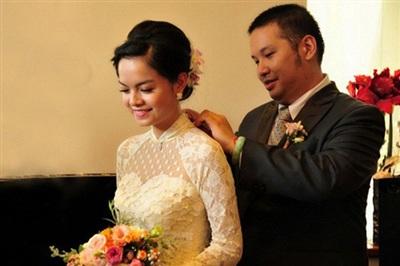 Sự nghiệp âm nhạc của Phạm Quỳnh Anh có 1 phần công sức của ông bầu Quang Huy. Họ gặp nhau khi Quỳnh Anh vào TP.HCM lập nghiệp. Lúc đó, cô đầu quân cho Quang Huy. Từ năm 2002, họ thường xuyên xuất hiện bên nhau như bóng với hình. Khác với những đôi lứa yêu nhanh cưới sớm ở showbiz, Quang Huy quyết định cưới Phạm Quỳnh Anh sau 10 năm hẹn hò. Tuy nhiên khi cưới được 6 năm thì họ quyết định đường ai nấy đi. Phạm Quỳnh Anh nhận nuôi 2 con gái.