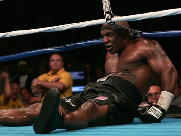 Mike Tyson sa sút ở đoạn cuối sự nghiệp