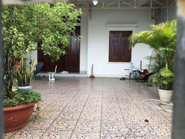 Căn nhà của Lê Thị Thương ở đường Ama Quang, TP.Pleiku cửa đóng then cài sau khi gia chủ tuyên bố vỡ nợ - Ảnh: Báo Thanh Niên