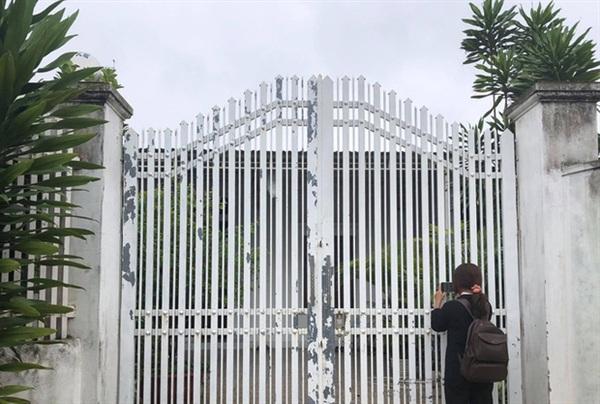 Căn nhà của gia đình Thương nhìn từ ngoài cổng - Ảnh: Báo Người lao động