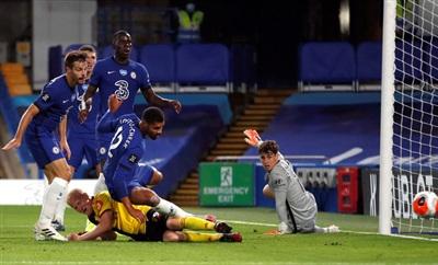 Watford làm chao đảo hàng thủ Chelsea đầu trận