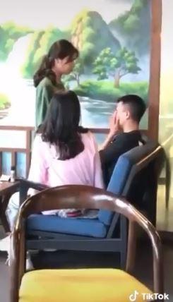 Cô gái thẳng tay tát liên tiếp vào mặt chàng trai. Ảnh cắt từ clip.