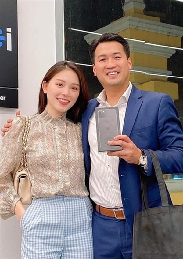 Từ khi quyết định 'yêu lại từ đầu', Linh Rin và Phillip Nguyễn rất hay rắc 'cẩu lương' cho người hâm mộ bằng những hình ảnh thân mật, ngọt ngào
