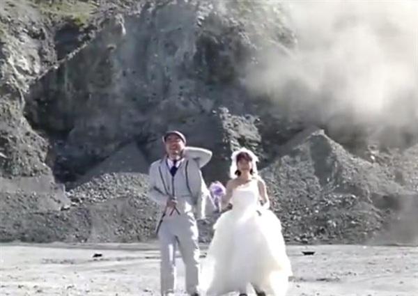 Cảnh hậu trưởng của màn chụp ảnh cưới khiến nhiều người lắc đầu ngao ngán