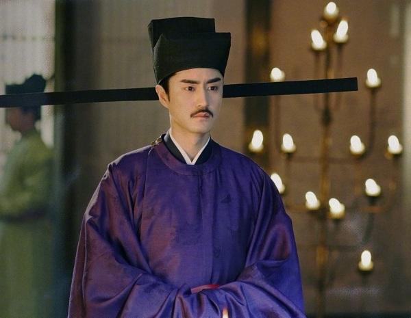 Dương Lặc đóng vai Hàn Kỳ trongThanh bình nhạc