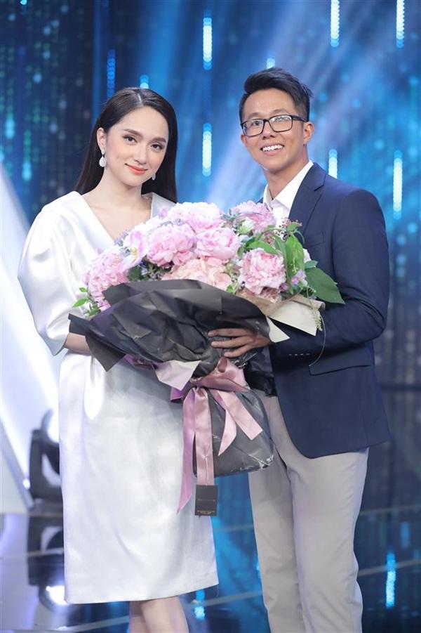 Sau 3 mùa cố vấn cho Người ấy là ai, cuối cùng Hương Giang cũng đã có một cái kết đẹp