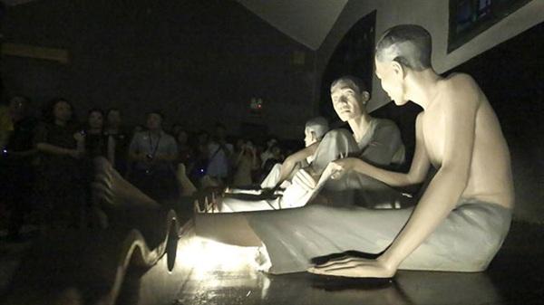 """Khởi động chương trình trải nghiệm """"Đêm thiêng liêng – sáng ngời tinh thần Việt"""" tại di tích nhà tù Hỏa Lò được coi là một bước đột phá của Hà Nội trong việc phát triển du lịch về đêm"""