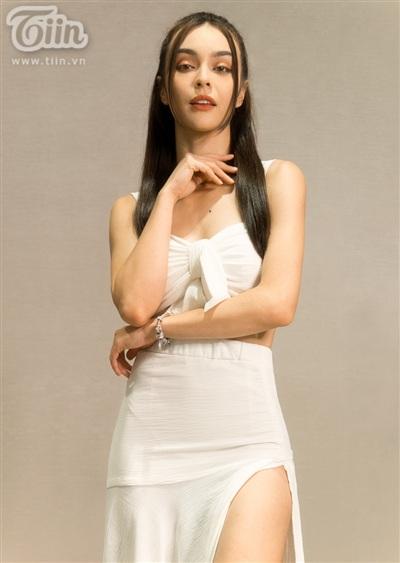 Vẻ đẹp lai của MLee rất được ưa chuộng tại các cuộc thi hoa hậu những năm gần đây, ngoài ra cô nàng còn có thế mạnh pose ảnh, catwalk vì trước đây từng là người mẫu.