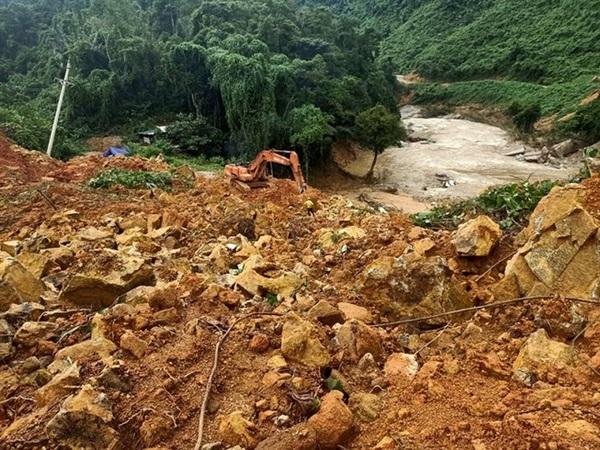 Lở đất nghiêm trọng ở miền Trung